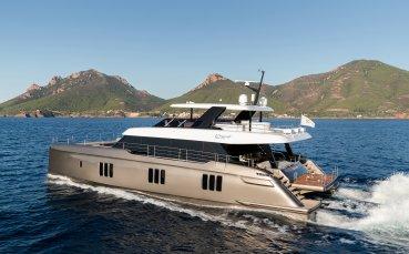 Уникално бижу! Вижте новата яхта на Рафа Надал!