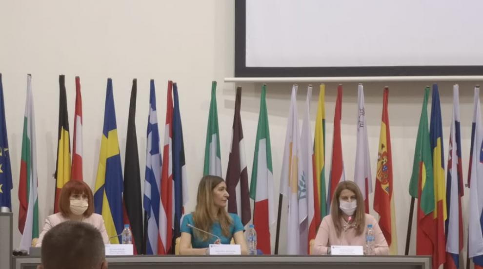 Министър Ангелкова: Всеки турист е важен, на първо...
