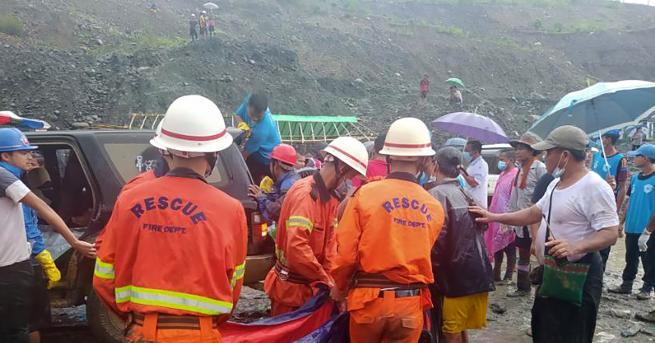 Свят Свлачище отне живота на 113 миньори в Мианмар Работниците