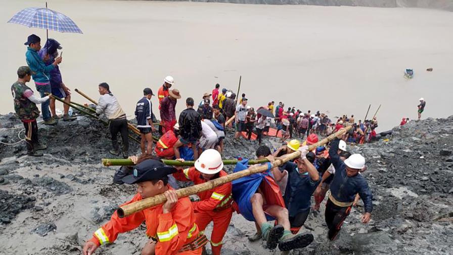 Свлачище в мина в Мианмар, 113 души са...