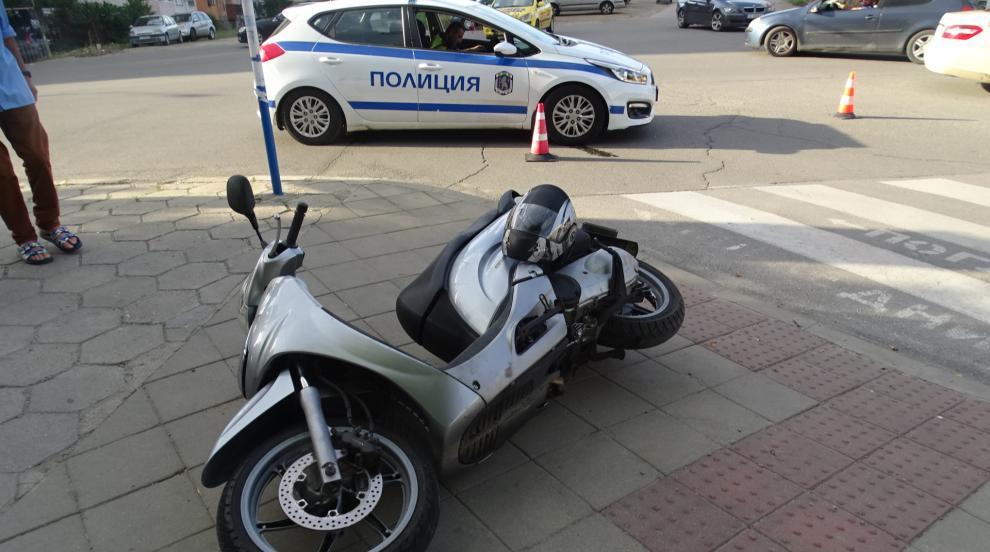 Моторист блъсна жена на пешеходна пътека в Благоевград (СНИМКИ)
