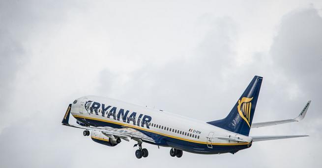 """Самолет на ирландската нискобюджетна компания """"Ryanair"""", изпълняваща полет от Берлин"""