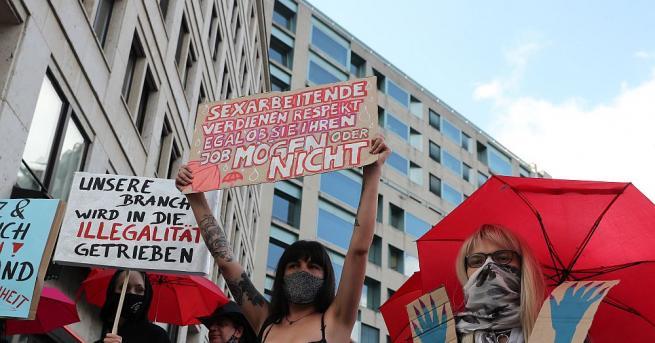 Секс труженичките в Германия протестираха пред горната камара на парламента