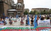 Полицаи излязоха на протест навръх професионалния си празник
