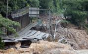 Десетки загинали в ужасни наводнения в Япония