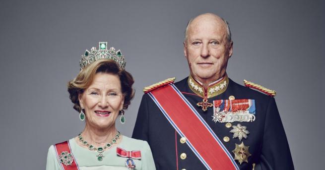 Кралица Соня е родена на 4 юли 1937 г. Преди