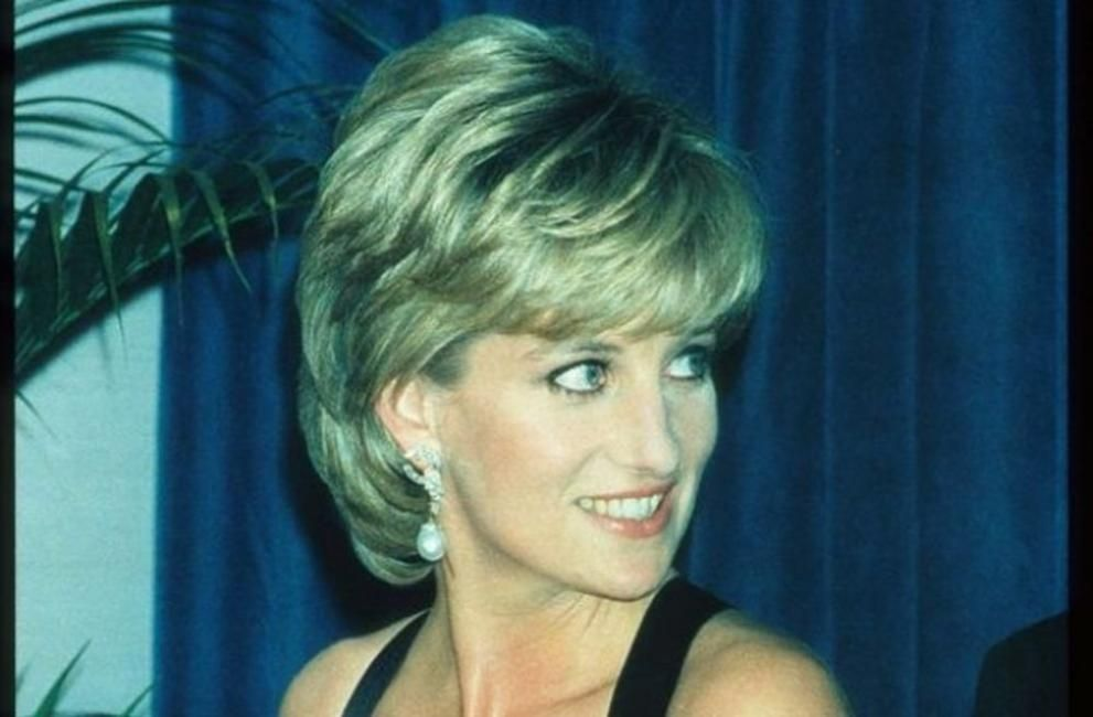 <p>5. Забавлявайте се. Не се взимайте прекалено насериозно.</p>  <p>Годината е 1990-та. Принцеса Даяна си играе в пясъка със синовете си и техните приятели. Е, това, че е&nbsp;кралска особа, в никакъв случай не означава, че не може да се забавлява, нали?</p>  <p>Принц Уилям си спомня: &quot;Тя осъзнаваше, че истинският живот е извън стените на двореца.&quot;</p>