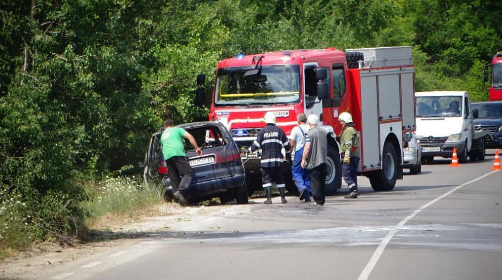 Кола изгоря по пътя за Рилския манастир (СНИМКИ)