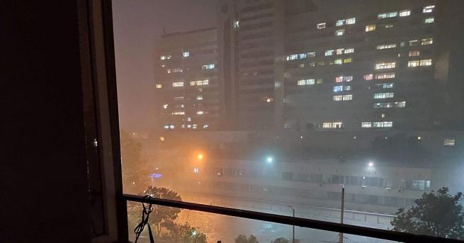 Мощна буря се изви над столицата тази вечер. Жители на