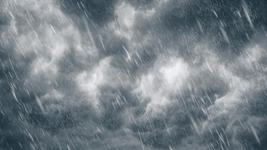 Мощна буря със силен вятър се разрази над София и околността