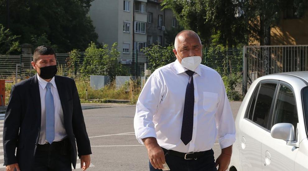 Премиерът Борисов пристигна в спецпрокуратурата за разпит (СНИМКИ)