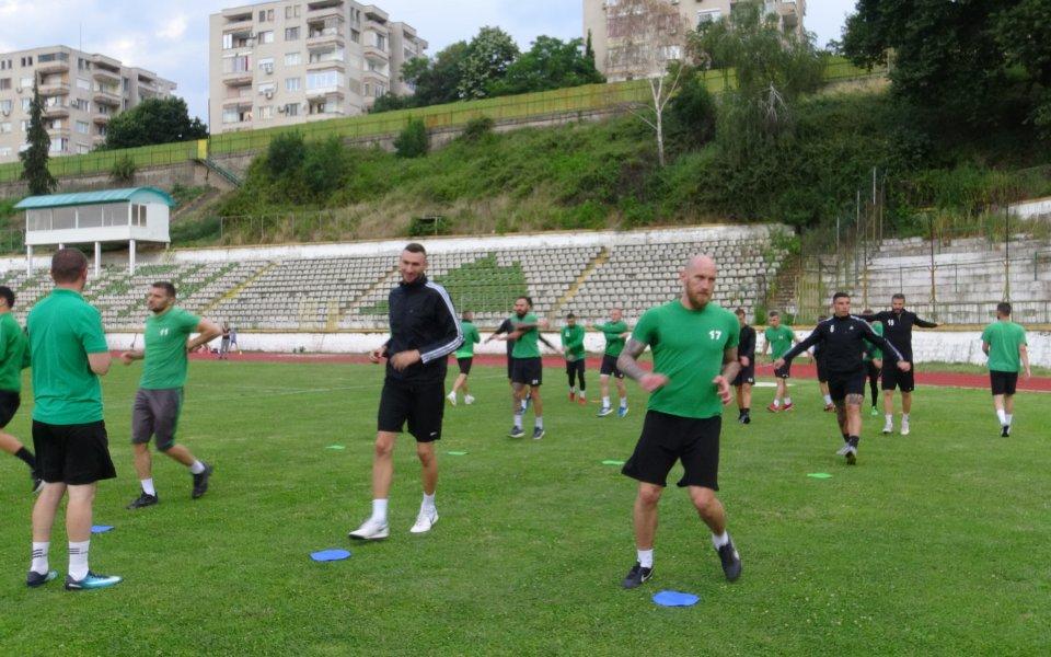 Вихрен и Беласица продължават без грешка