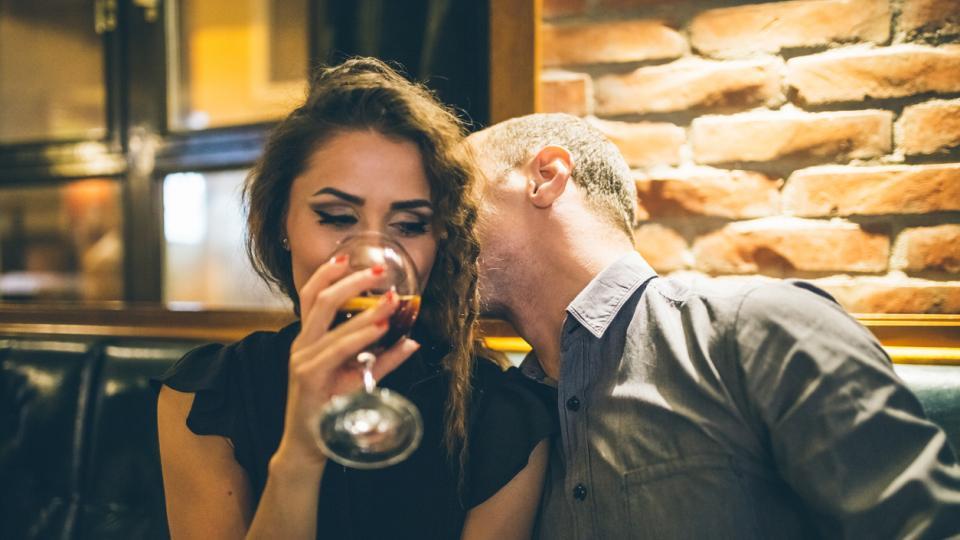 вино жена мъж връзка