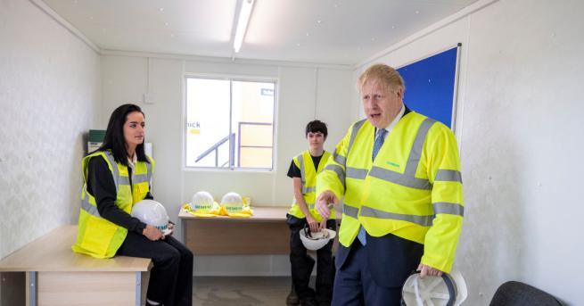 Британският премиер Борис Джонсън бе обвинен днес, че изкривява действителността,