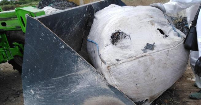 Продължава разследването и установяванетона изкопни ями, открити край Червен бряг