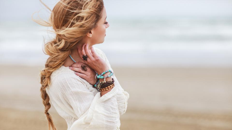 жена море лято