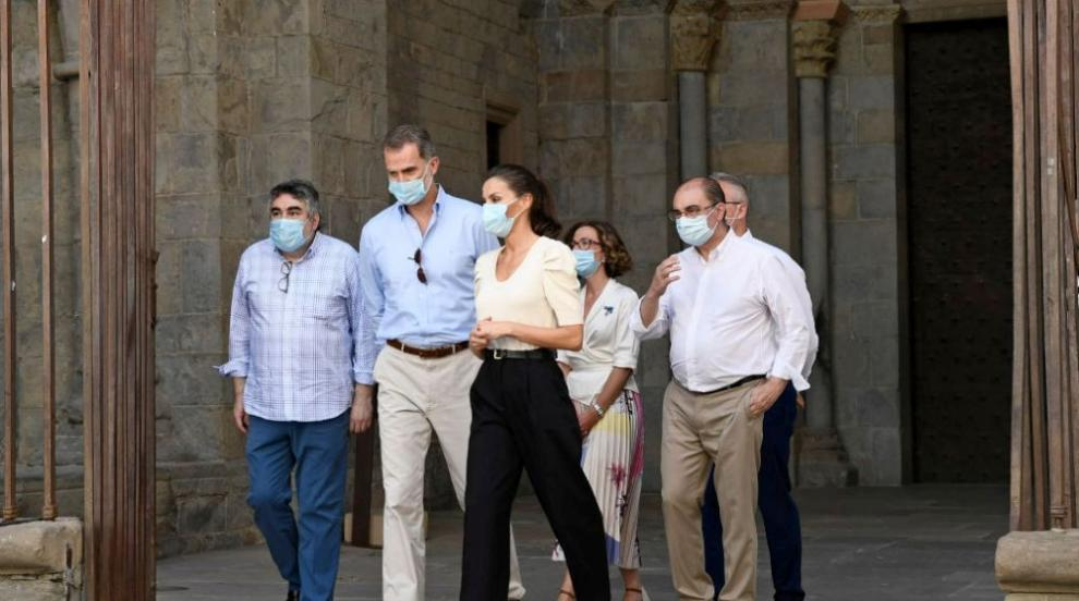 Това лято кралиците заложиха на панталони (СНИМКИ)