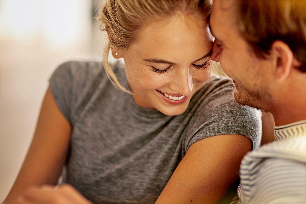 <strong>Овен и Стрелец</strong><br> <br> И двата знака са много активни и обичат нови преживявания. Те са независими и отворени, дори дръзки. Животът им никога няма да бъде скучен - те не биха се превърнали в отегчителна семейна двойка. Много си приличат и това ги прави изключително съвместими.