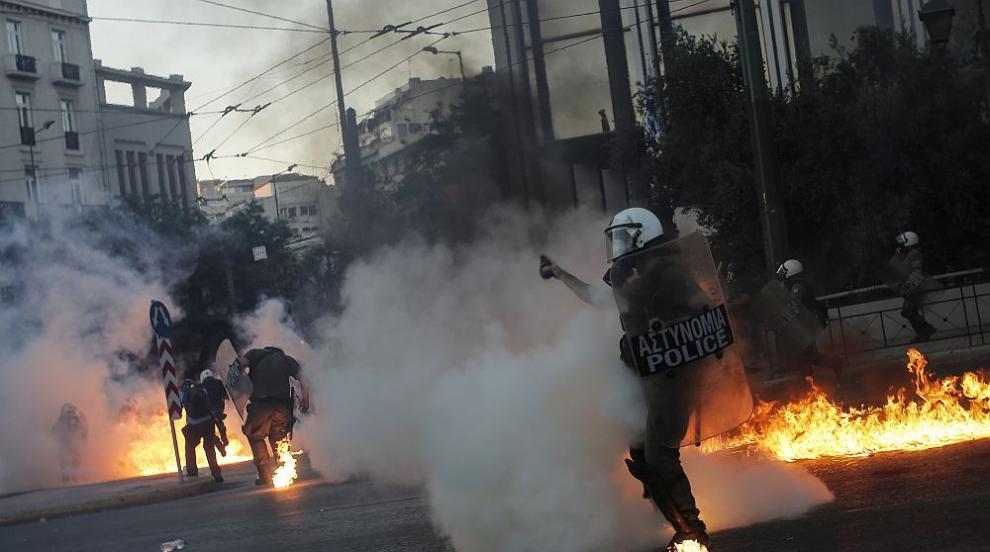 Протести, насилие и напрежение в Гърция (СНИМКИ)