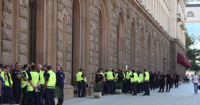 Протестиращите граждани да не се поддават на провокации. Това призова