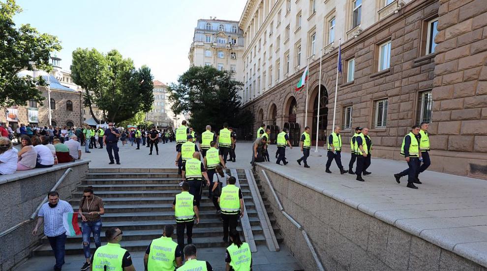МВР: Протестът в София приключи без сериозни...