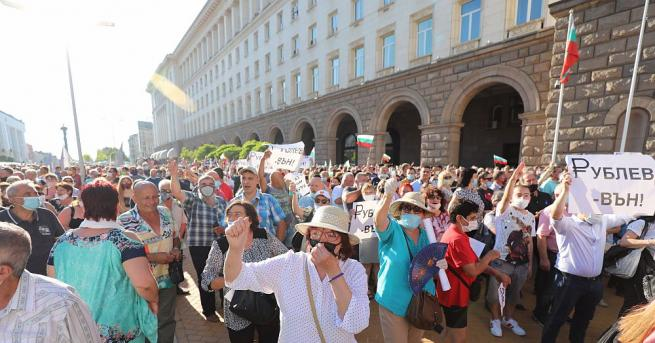 ГЕРБ нарече над милион български граждани мутри. Мутри ли сме?