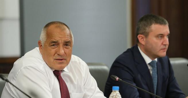 Премиерът Бойко Борисов намекна, че вече мисли за различни варианти
