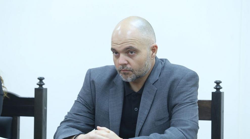 Ивайло Иванов застана зад полицаите, които отговарят за реда около протестите
