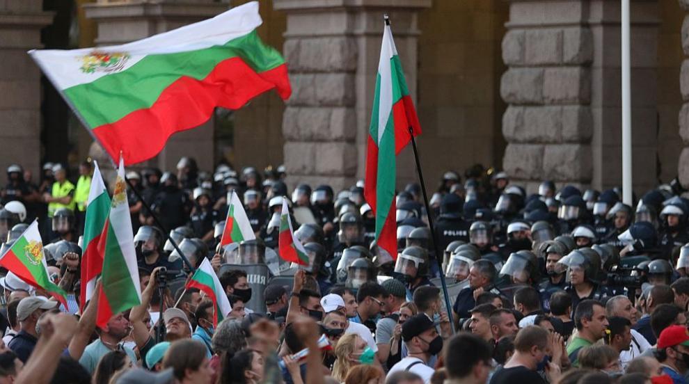 Пети ден: Продължават протестите в центъра на София