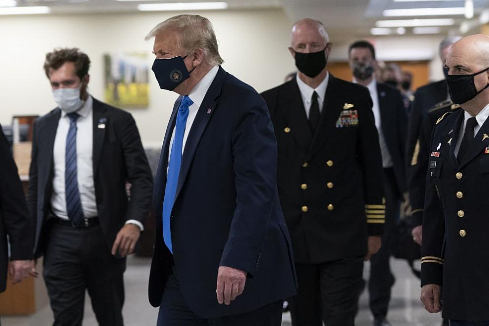 Доналд Тръмп маска