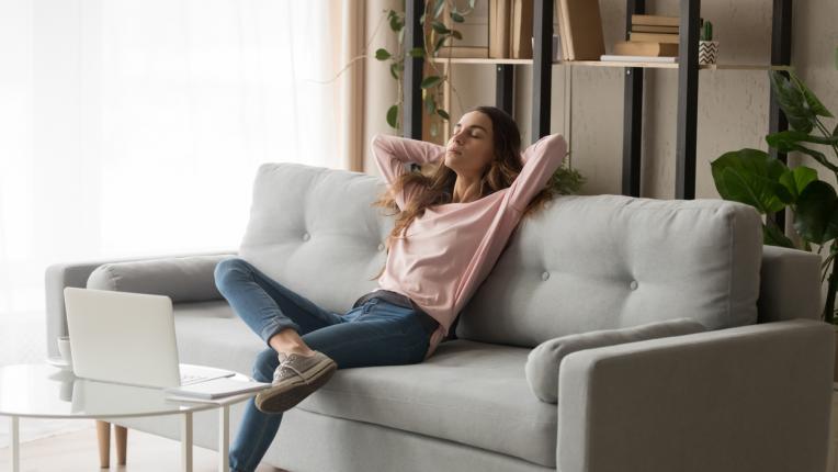 жена диван дом почивка стрес