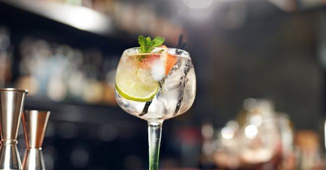 Британското кралско семейство пуска в продажба джин, примесен с лимон,