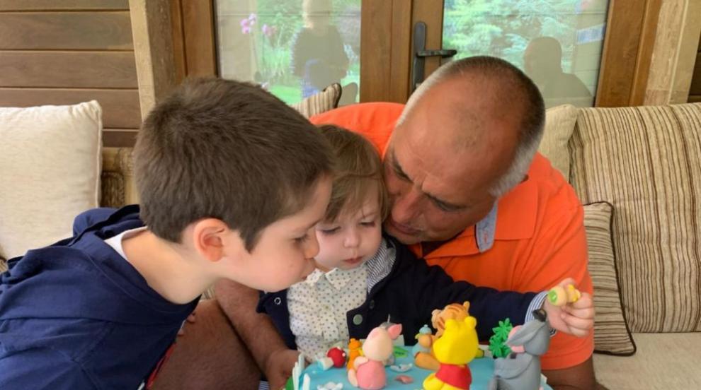 Премиерът честити рождения ден на своя внук Иван (СНИМКИ)