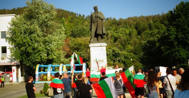Над 200 души се включиха във втория протест с искане