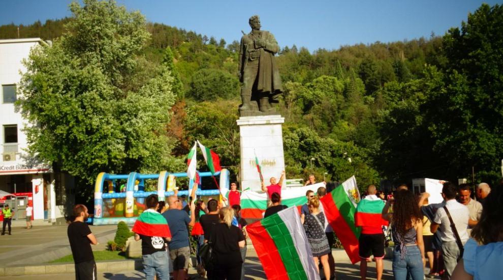Благоевград на протест: Младите няма да отидат на...