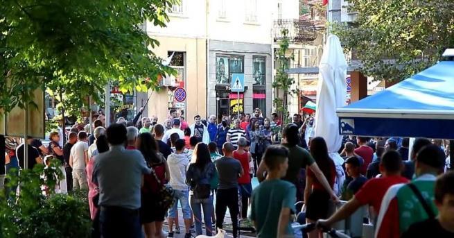 Над 250 души се събраха на протест в Шумен. С