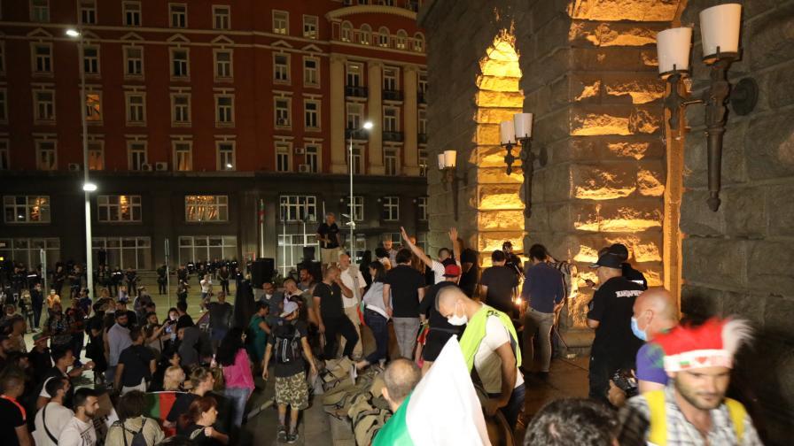 <p>СДВР: Атаката срещу бившия Партиен дом е подготвена и планирана</p>