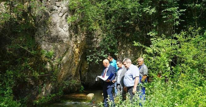 Министърът на околната среда и водите Емил Димитров, областният управител