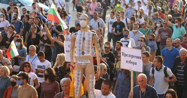В центъра на София започва осмият пореден протест с искане