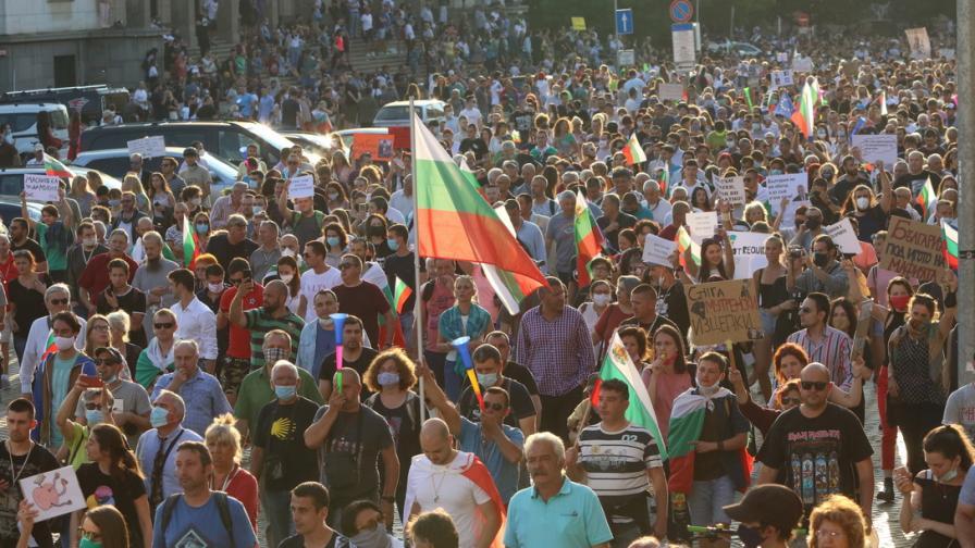 <p>Ще стихнат ли протестите след поисканите оставки</p>
