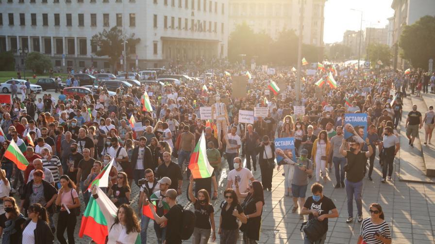 <p>Граждани се събраха за деветия антиправителствен протест</p>