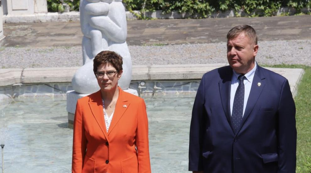 Каракачанов: Нямаме намерение да намаляваме бюджета...