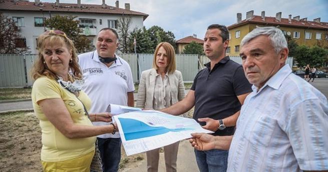 Кметът на София Йорданка Фандъкова провери изграждането на детски и