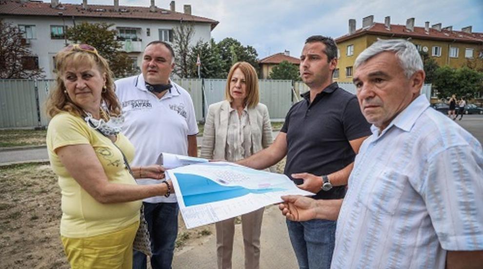 Фандъкова провери изграждането на детски и спортни...