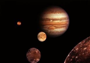Тази седмица Юпитер се вижда с бинокъл