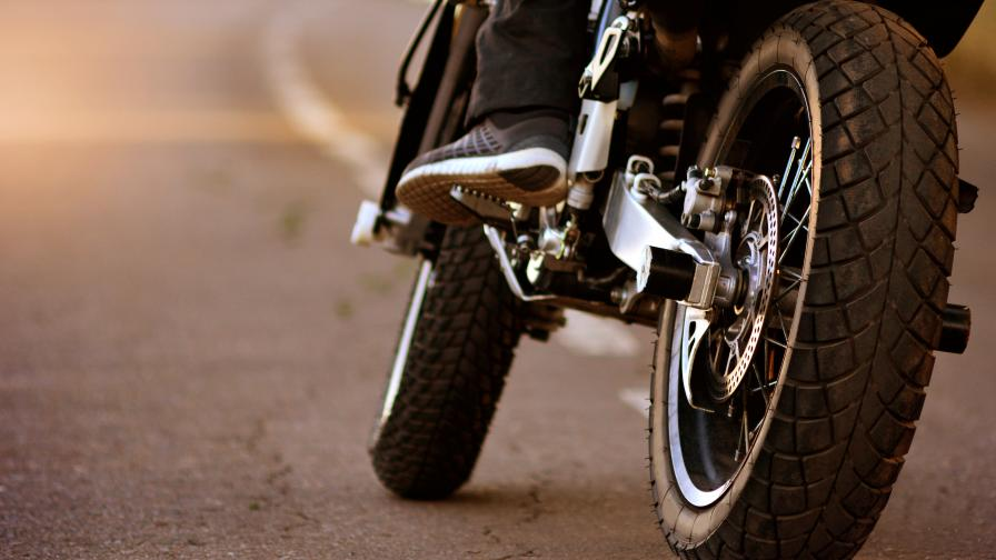 Тежка катастрофа в Търново, моторист загина