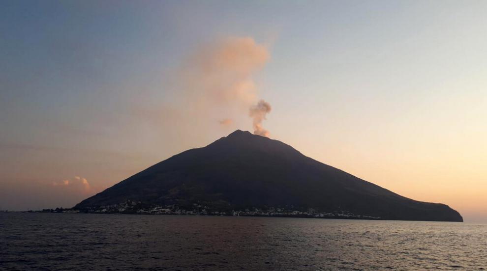 Мощна експлозия на вулкана Стромболи (ВИДЕО)