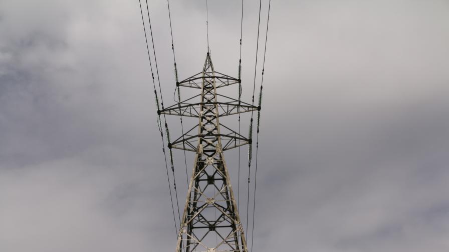 Авария временно спря тока в части от София