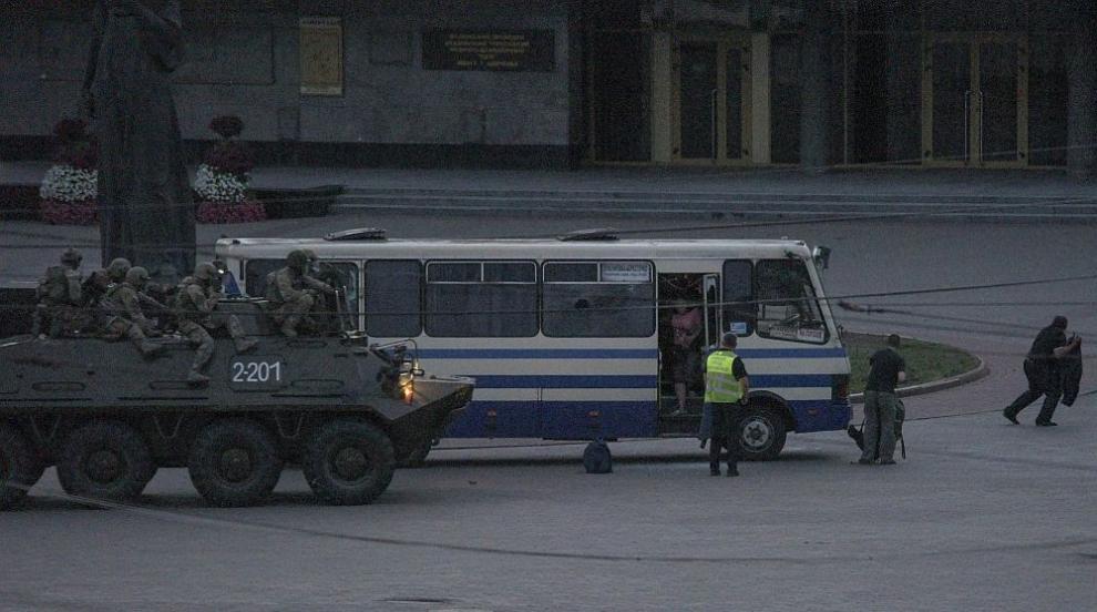 Заложническата драма с автобус в Украйна приключи,...