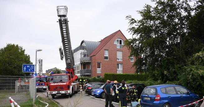 Свят Малък самолет се вряза в жилищна сграда в Германия